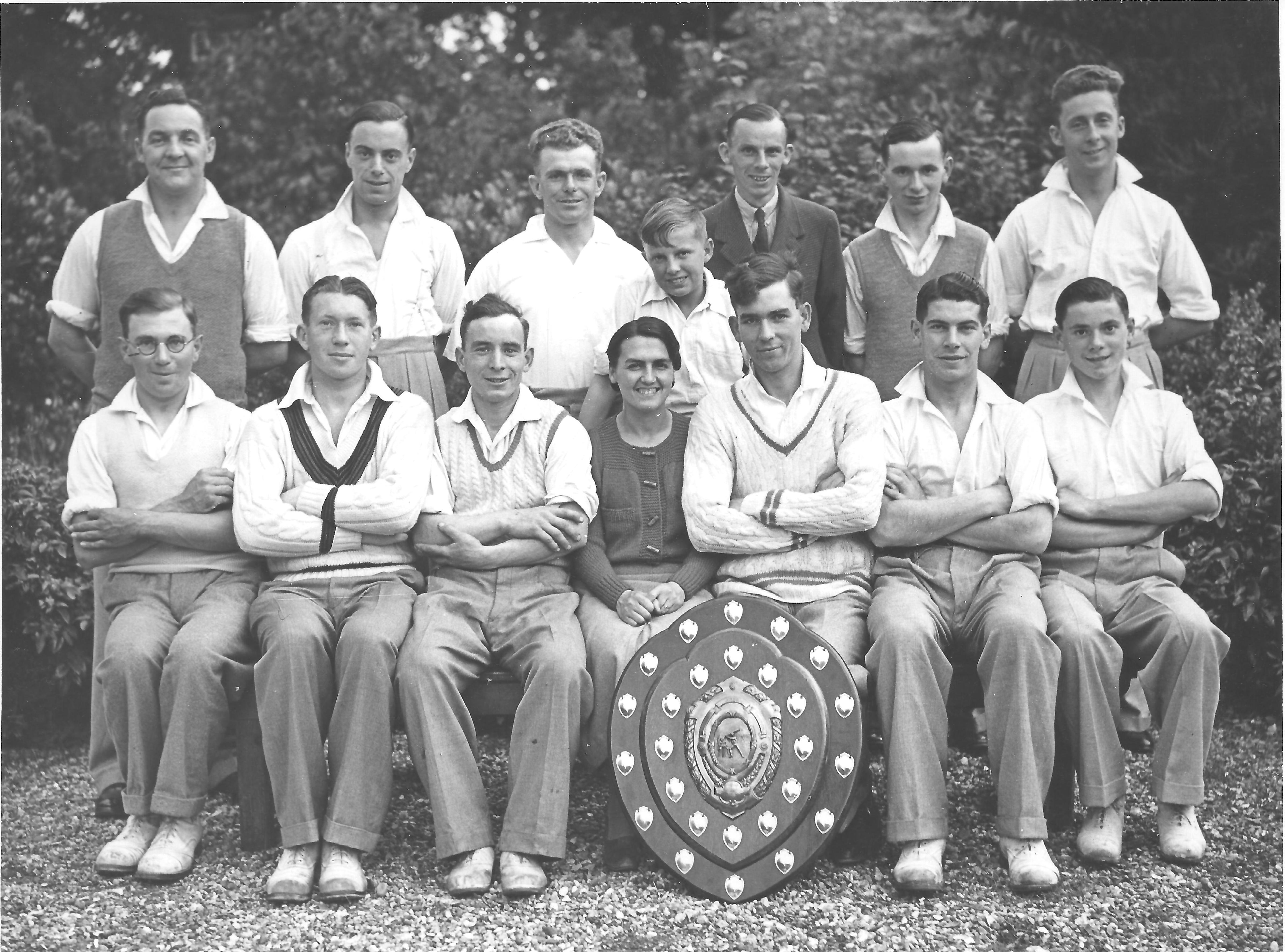 KMCC_with_Trophy_c1934_001